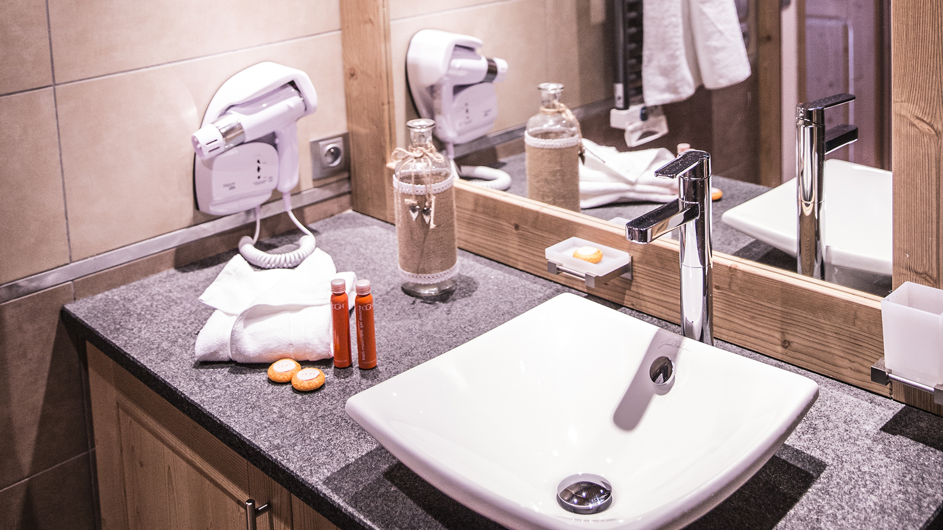 Salle de bain, La Grange aux Fées - CGH Résidences
